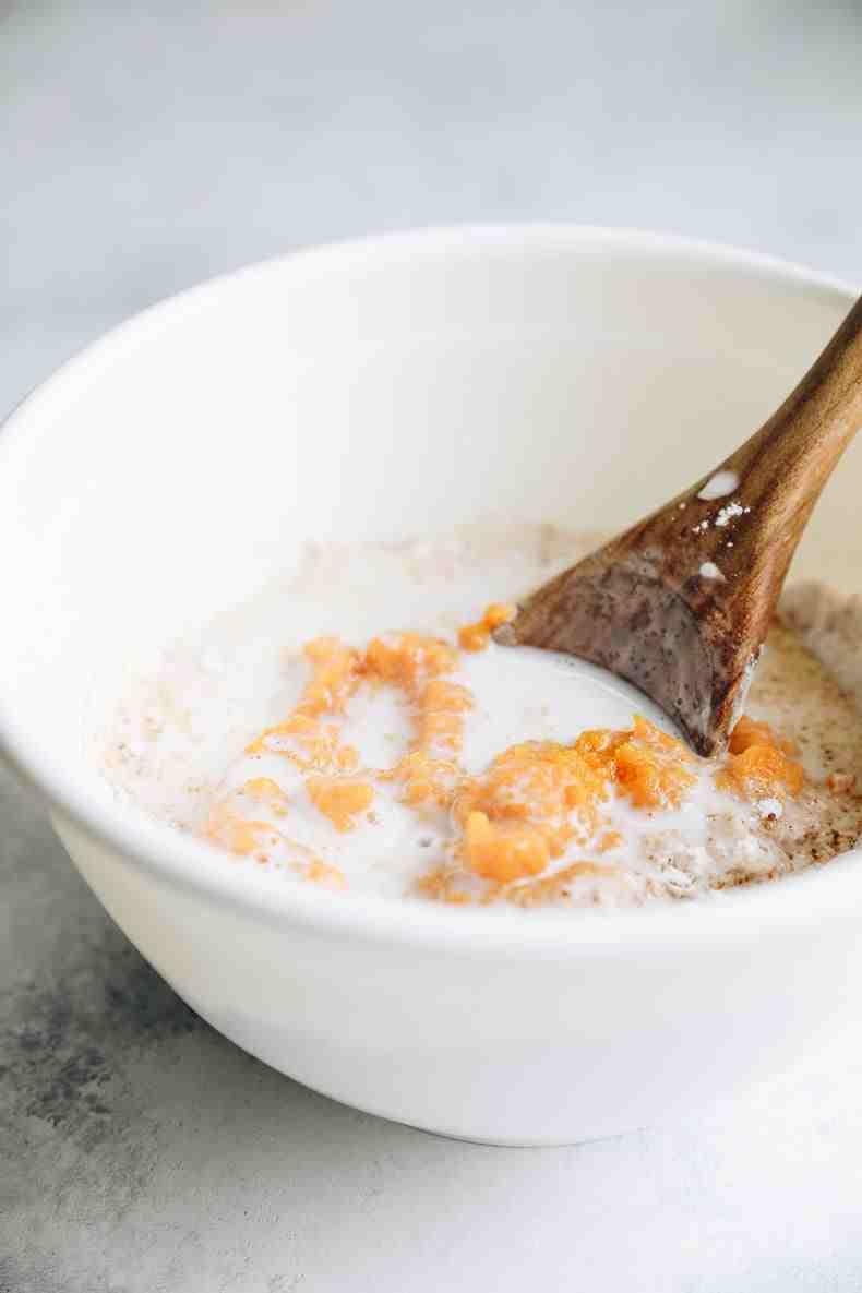 How to make pumpkin spice blondies - a healthy and vegan blondies recipe #vegan #pumpkinspice